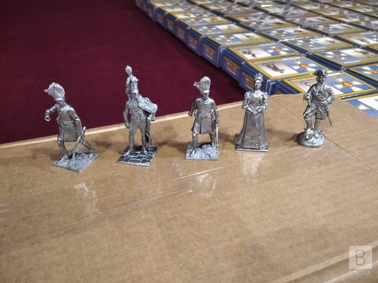 Водій вантажівки намагався провезти через кордон колекцію олов'яних солдатиків на понад 700 тисяч гривень. ФОТО