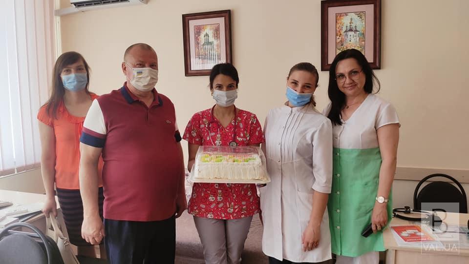 Непохитна традиція Валерія Дубіля: медиків Чернігівщини привітали з професійним святом ВІДЕО
