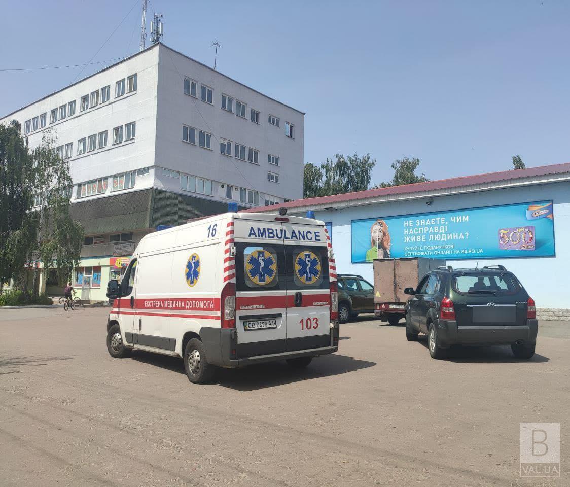 На Захисників України кросовер виїжджаючи зі стоянки, збив жінку