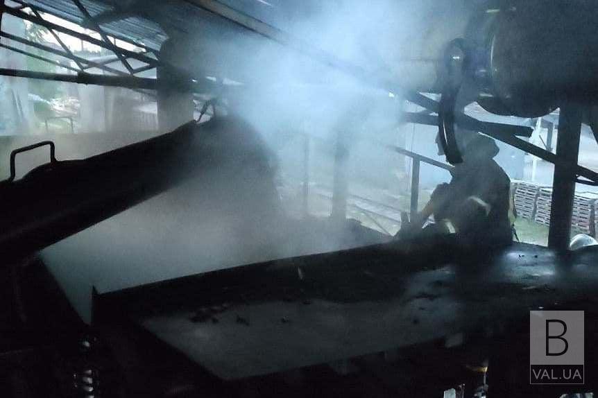 У Чернігові загорілися відходи деревини в металевому бункері