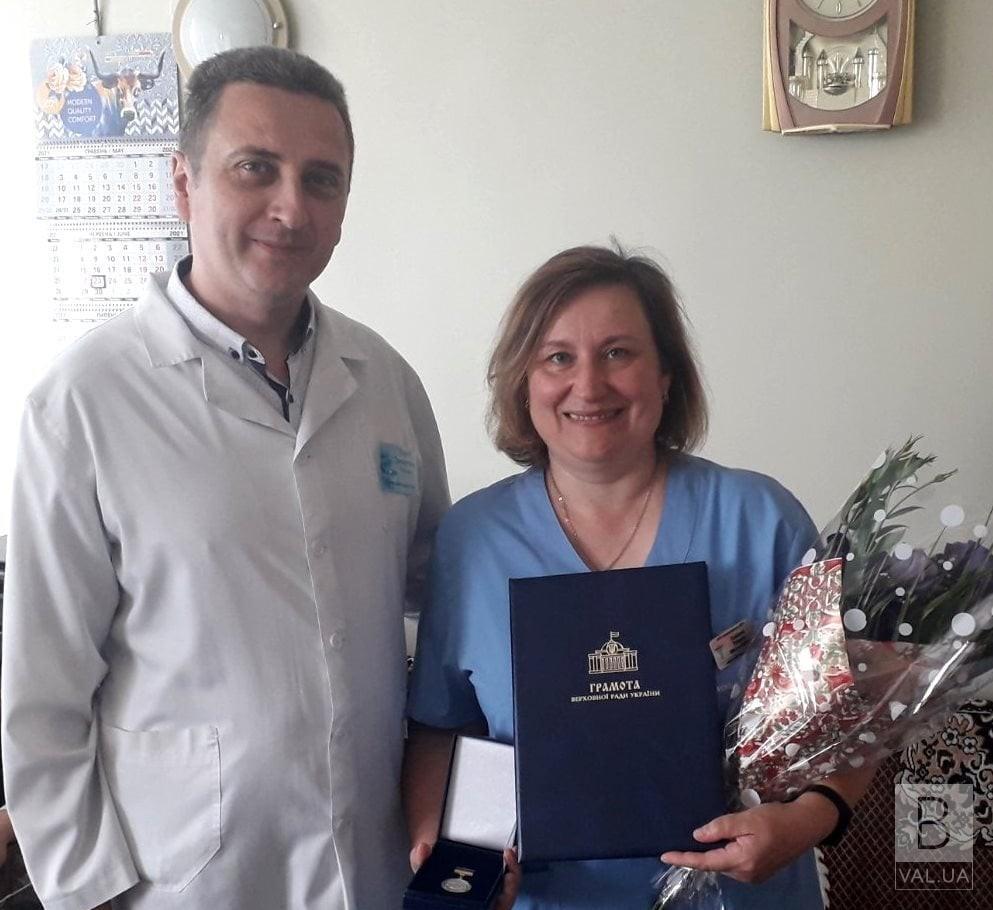Допомагає бачити: парламентарії відзначили лікарку з Чернігівщини