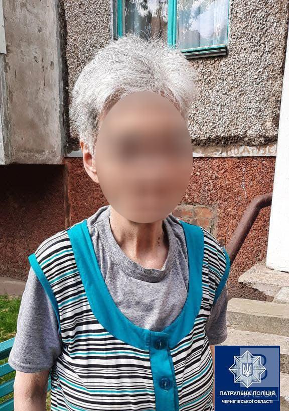 У Чернігові патрульні повернули додому 71-річну бабусю, яка загубилася