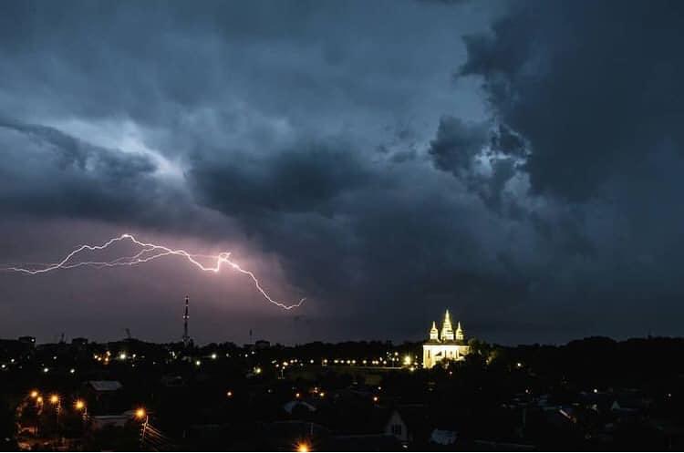 Через негоду 74 населені пункти Чернігівщини залишилися без електрики