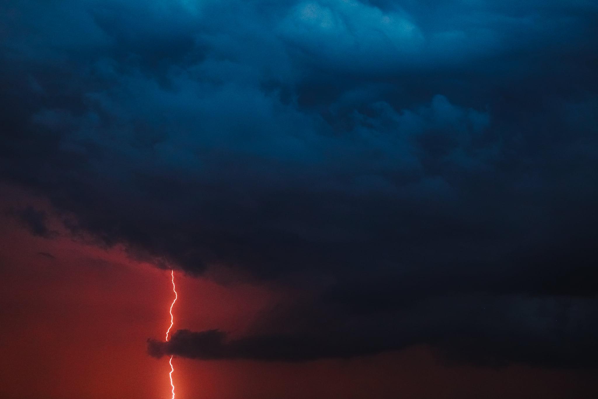 У Чернігівській області блискавка влучила в два житлові будинки. ФОТО