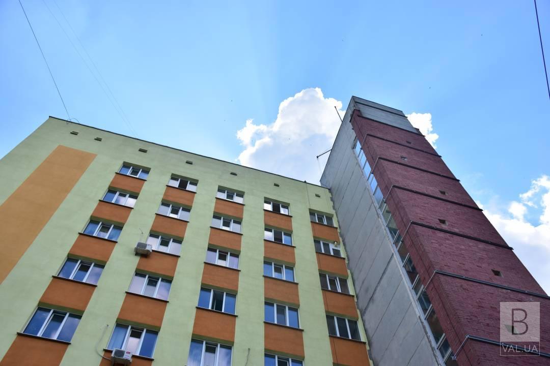 У Чернігові триває капремонт з утеплення 9-поверхового корпусу міської лікарні. ФОТО
