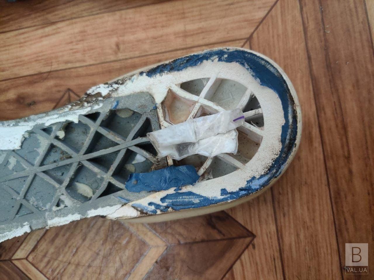 Заховали у кросівки: у Чернігівському СІЗО у посилці для ув'язненої знайшли наркотики
