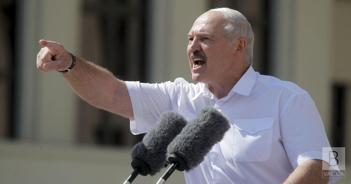«Надходить багато зброї»: Білорусь терміново закриває кордони з Україною, – Лукашенко