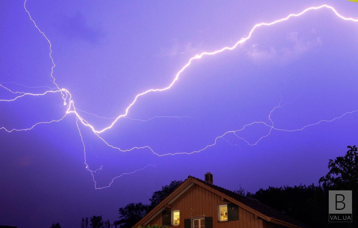 На Чернігівщині блискавка влучила в будинок
