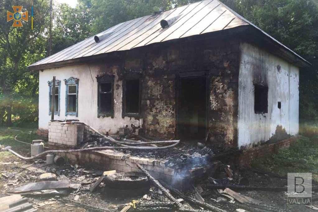 На Чернігівщині 57-річний чоловік загинув під час пожежі власного будинку. ФОТО