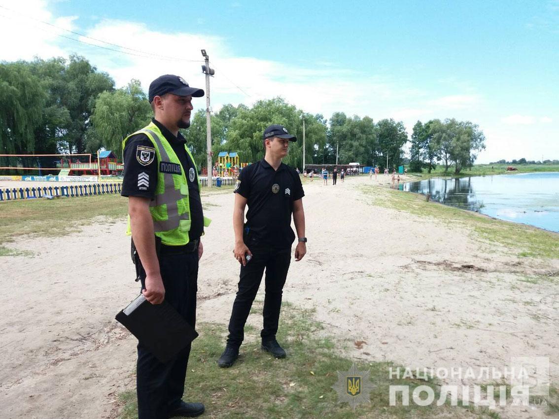 Речі залишилися на березі: у Прилуках на міському пляжі зник 16-річний хлопець. ФОТО