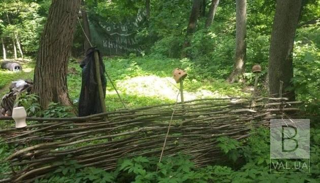 Гончарне коло, кузня та місце для поєдинків: на Чернігівщині облаштовують «середньовічне село»