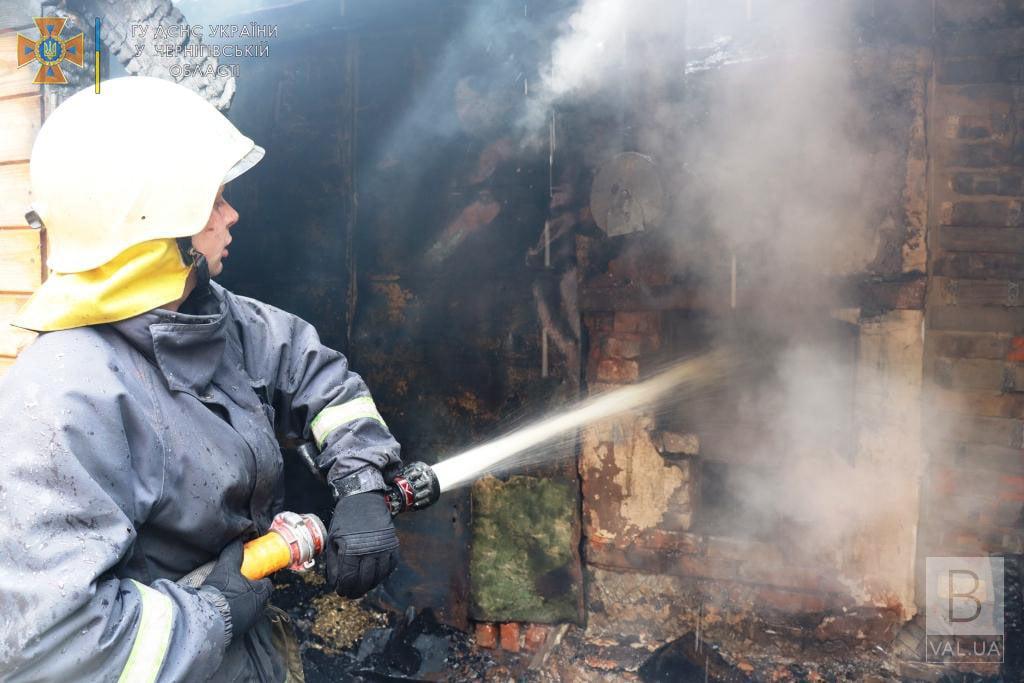 Намагався розпалити піч легкозаймистою рідиною: на Чернігівщині 80-річний чоловік потрапив до лікарні з опіками