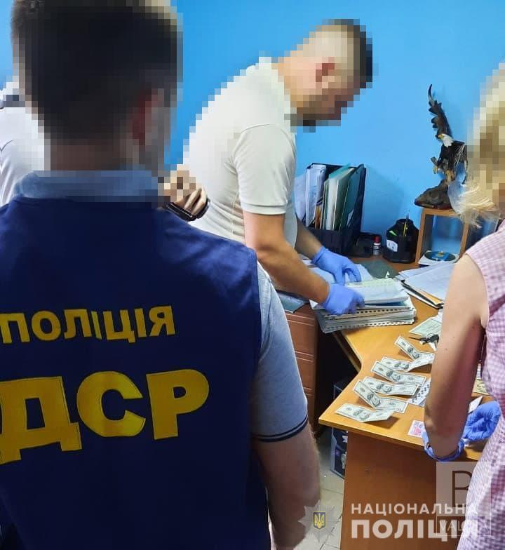 За не призов на службу: у Чернігові районного військового комісара затримали на хабарі у 1200 доларів