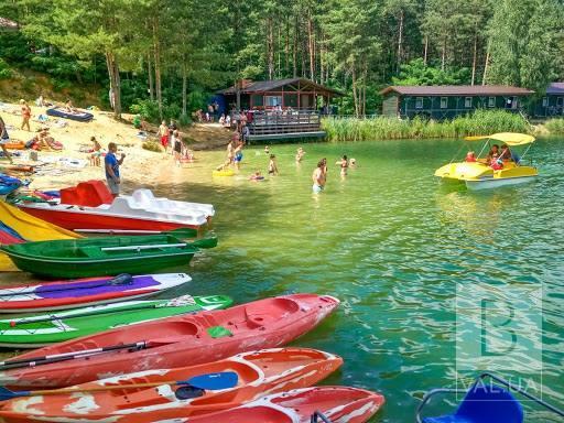 Чи законно беруть гроші з відпочивальників на Голубих озерах?