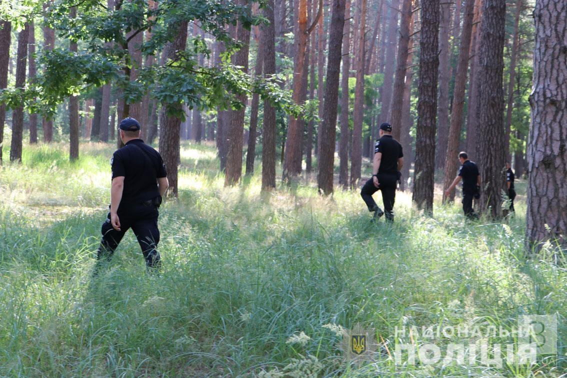 Декілька діб блукала в лісі: поліція розшукала 78-річну мешканку одного з сіл Чернігівського району. ФОТО