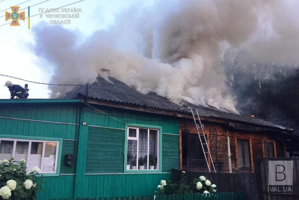 У Сосниці через коротке замикання згоріла частина двоквартирного будинку. ФОТО