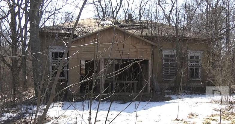Через хорошу деревину: на Семенівщині киянин купив 150-річну закинуту будівлю клубу