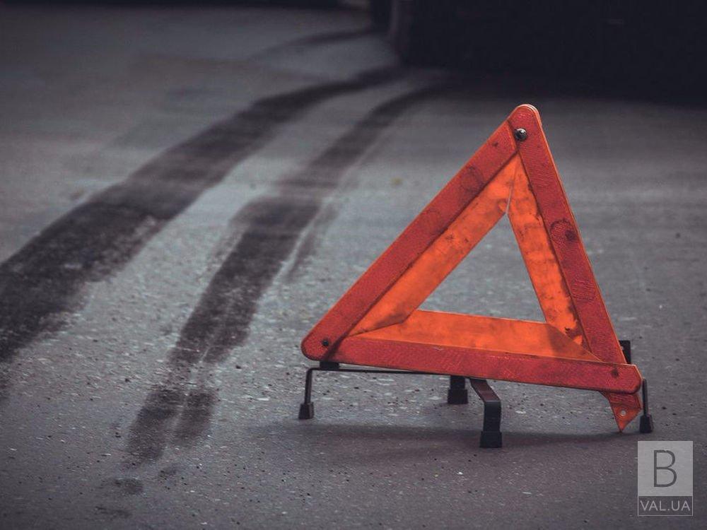 У Чернігівському районі легковик в'їхав в паркан: водій травмувався