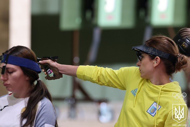 За крок від нагороди: чернігівка Олена Костевич посіла 4 місце у стрільби з пневматичного пістолета
