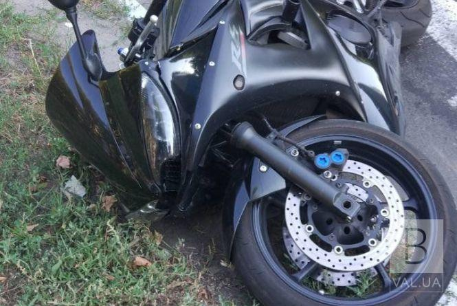 Влетів у дерево: на Чернігівщині у ДТП постраждав мотоцикліст