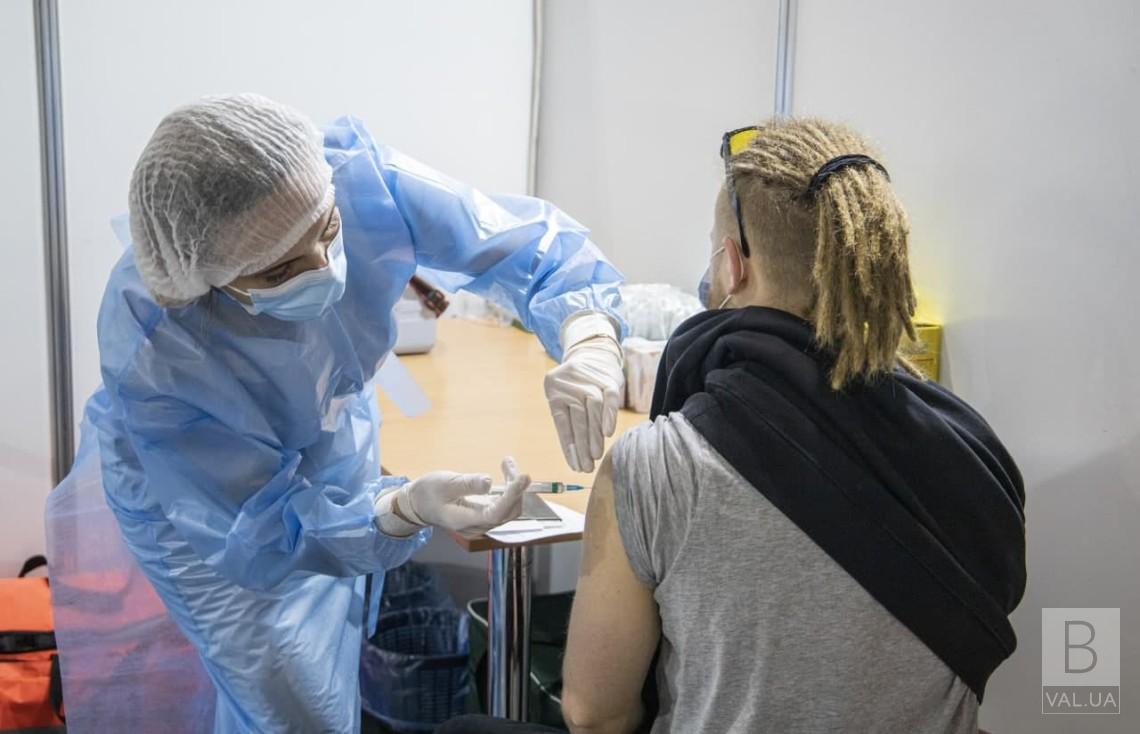 З 7 до 4: у Чернігові можуть скоротити кількість пунктів масової вакцинації