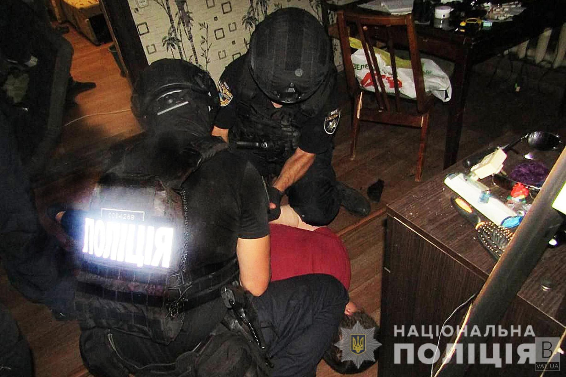 Заманив додому та погрожував: у Чернігові затримали чоловіка за спробу зґвалтування 13-річної дівчинки. ФОТО