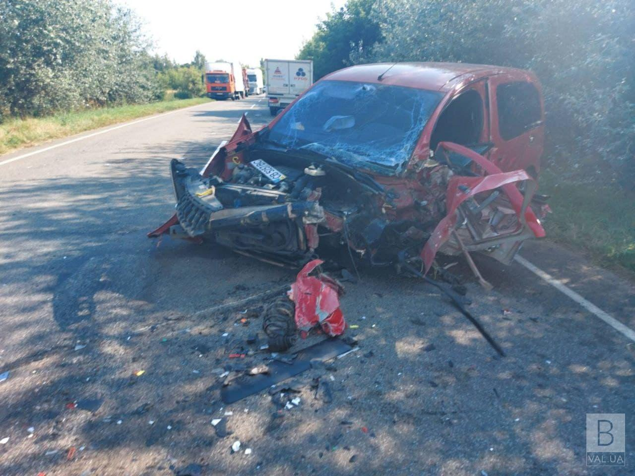 Неподалік Седнева у аварії постраждали двоє людей. ФОТО