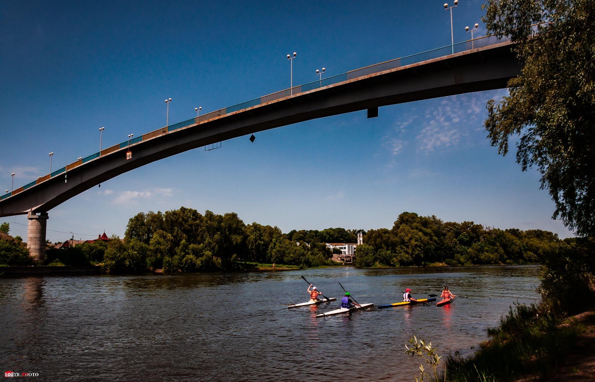 У Чернігові в Десні біля пішохідного мосту знайшли тіло чоловіка