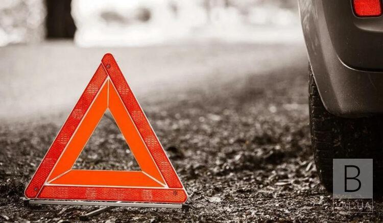 З'їхав у кювет: на Чернігівщині у ДТП загинув пасажир, ще двоє травмовані