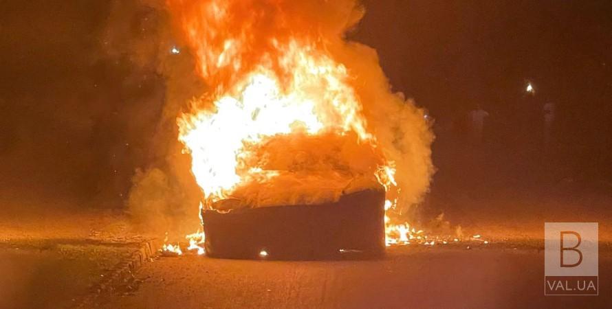 На Козелеччині через ДТП згоріла «Тесла»