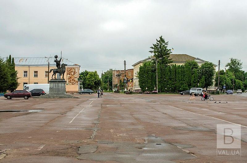 На ремонт площі у Новгороді-Сіверському витратять майже 6 мільйонів гривень