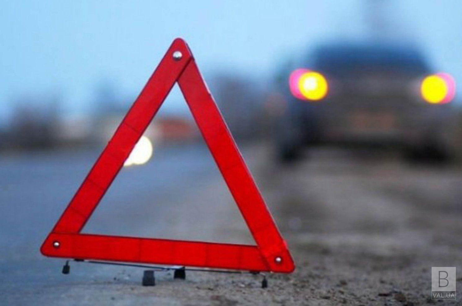 Стали відомі подробиці аварії на Чернігівщині, в якій постраждав поліцейський