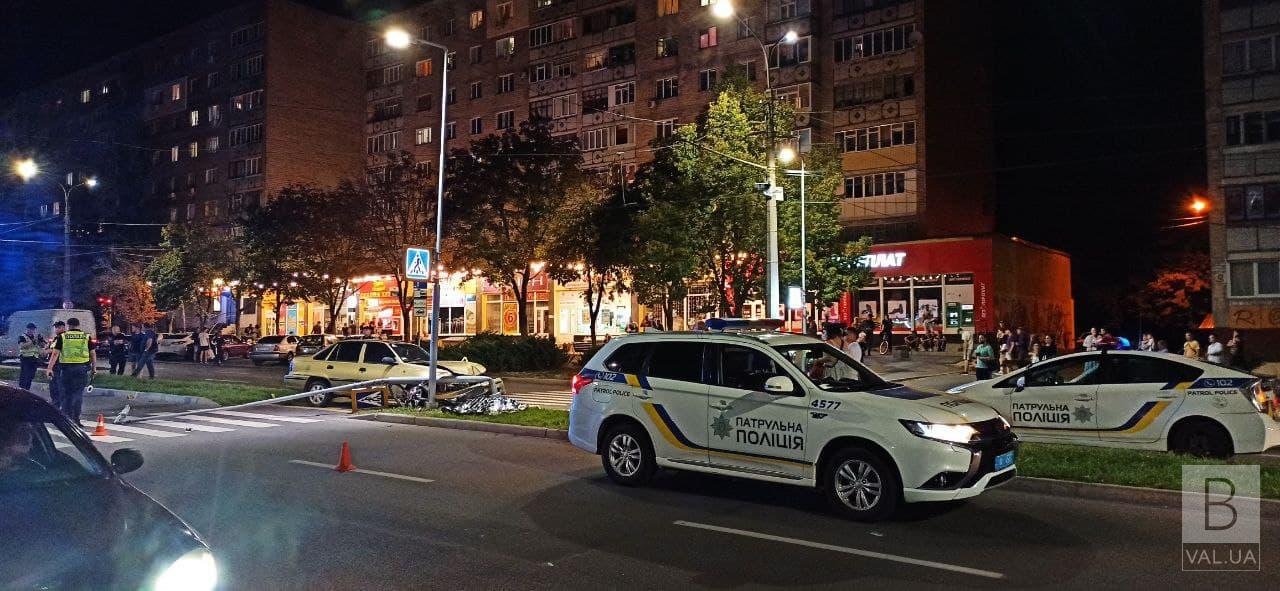 На Рокоссовського авто збило поліцейського на пішохідному переході: чоловік помер на місці. ФОТО