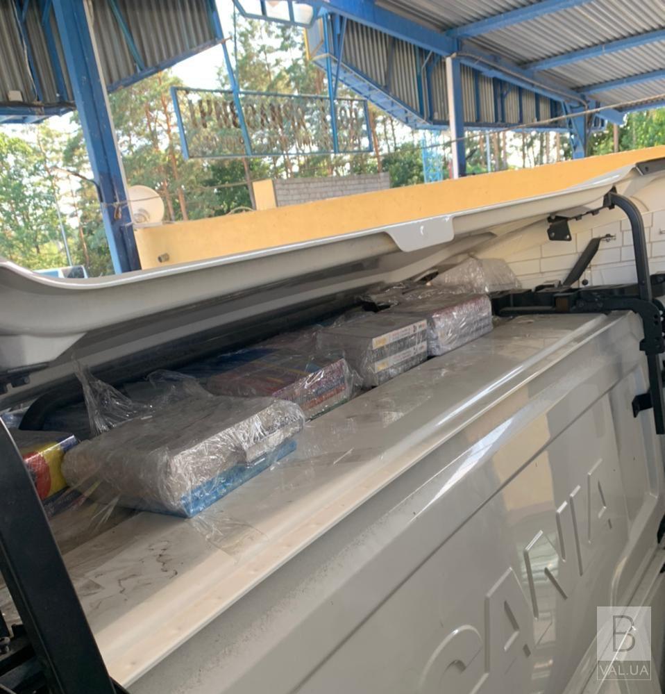На кордоні затримали «вантажівку-бібліотеку»