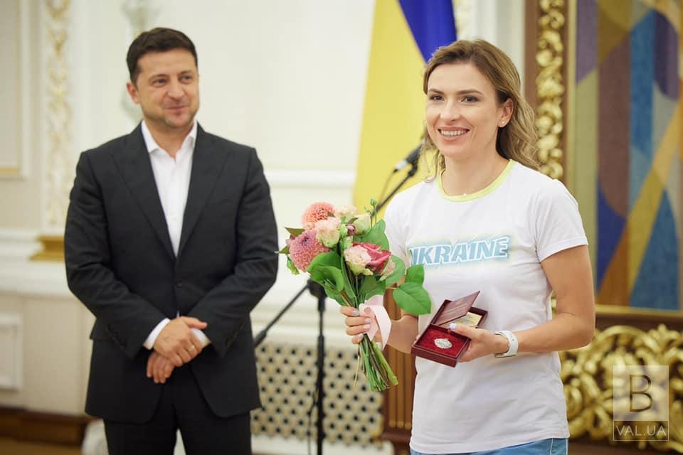 З рук президента: Олена Костевич отримала звання «Заслужений працівник фізичної культури та спорту»