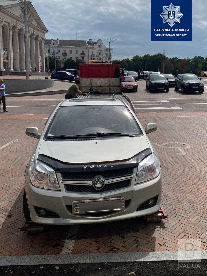 Зайняв 2 місця: з Красної площі Чернігова евакуювали Gelly