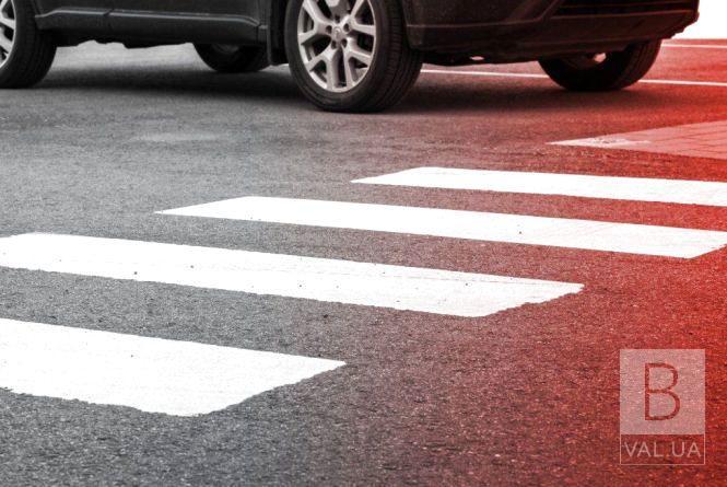 На Любецькій водій «BMW» збив жінку на «зебрі»