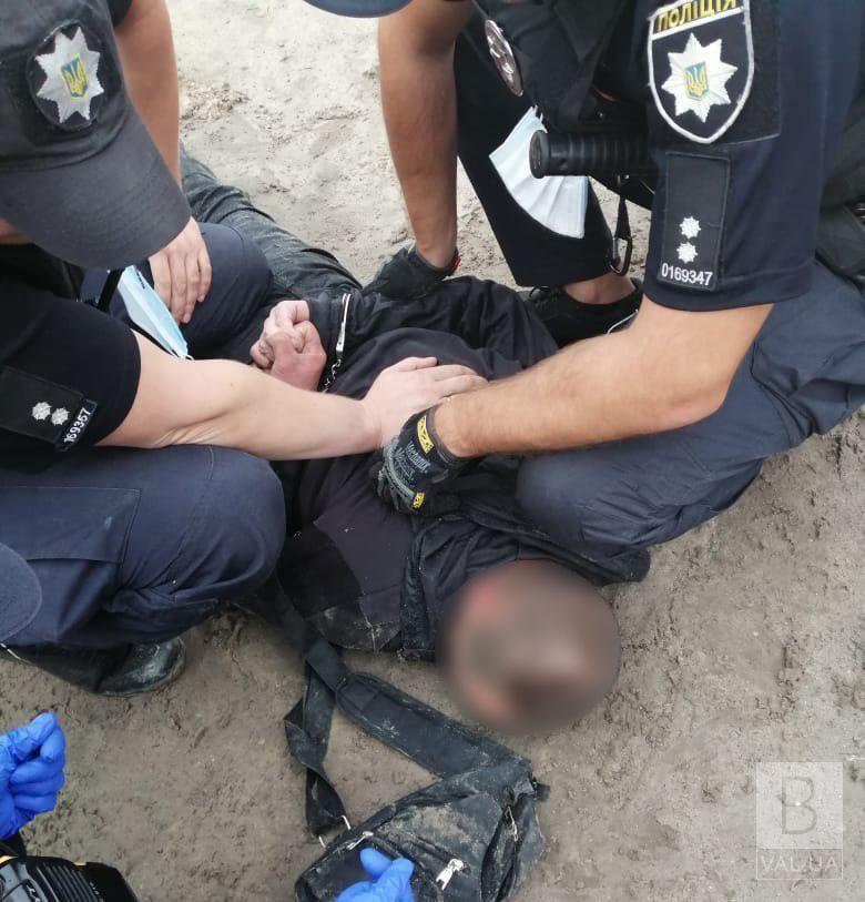 Вимагав грошей: на Ремзаводі затримали чоловіка, який погрожував провізорам в аптеці ножем