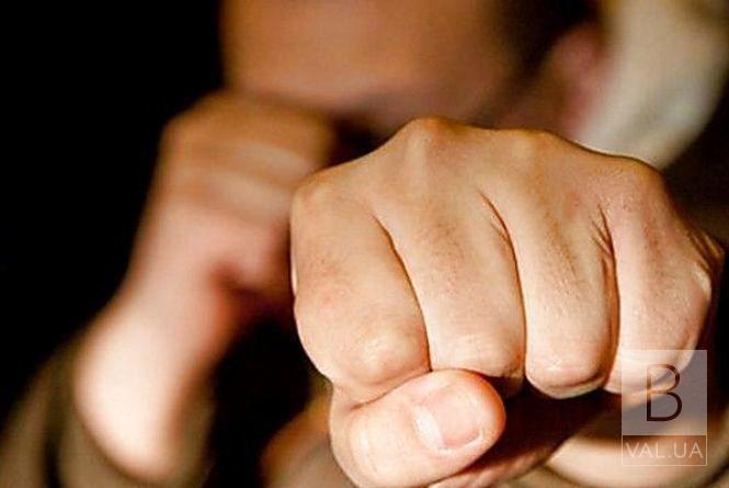 «Провчили» за крадіжку: на Чернігівщині двоє чоловіків побили та задушили третього