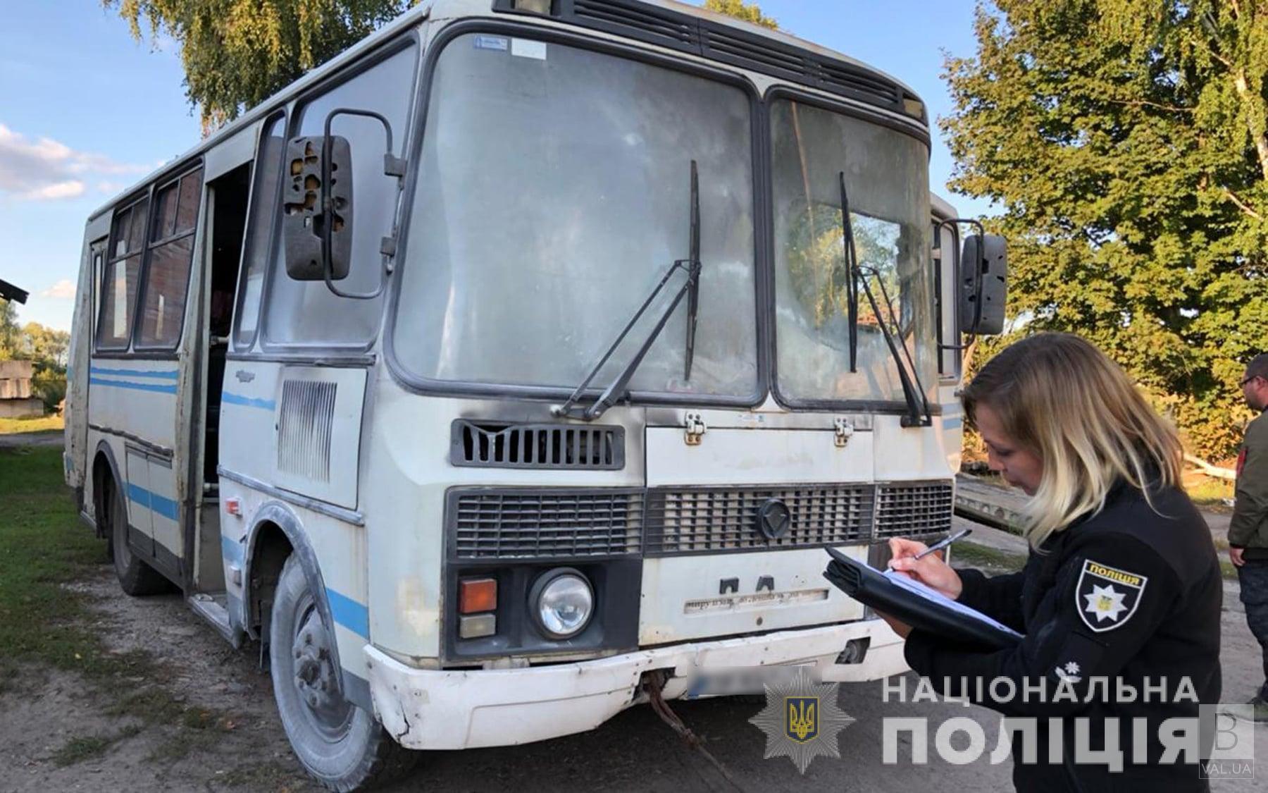 У Сновську біля заправки загорівся шкільний автобус