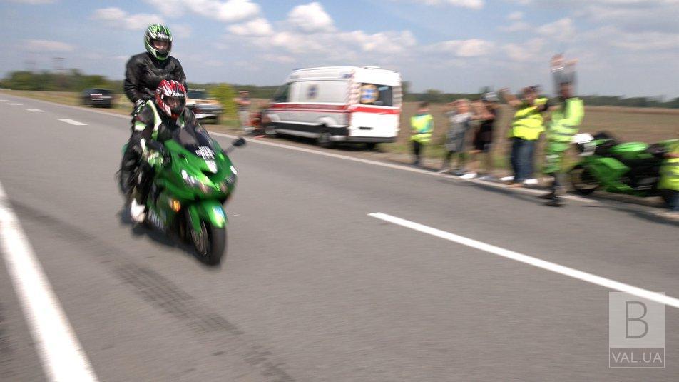 Поблизу Чернігова встановили одразу три швидкісні рекорди на мотоциклі. ФОТО