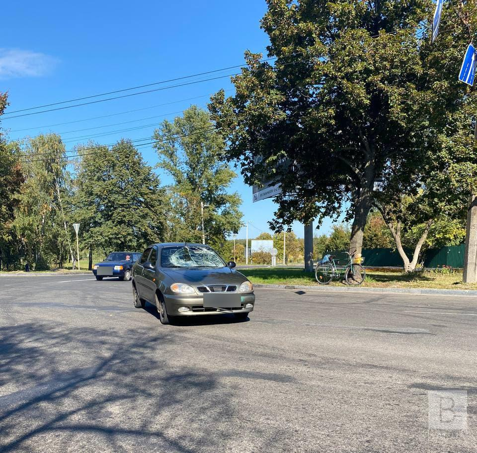 У Чернігові на перехресті проспекту Миру та Кільцевої збили велосипедиста