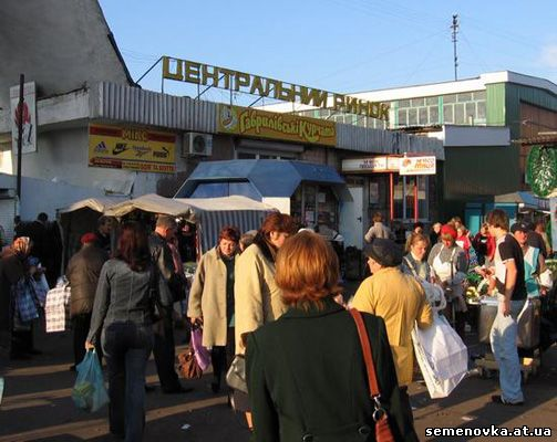 У Семенівці на ринку вантажівка наїхала на жінку