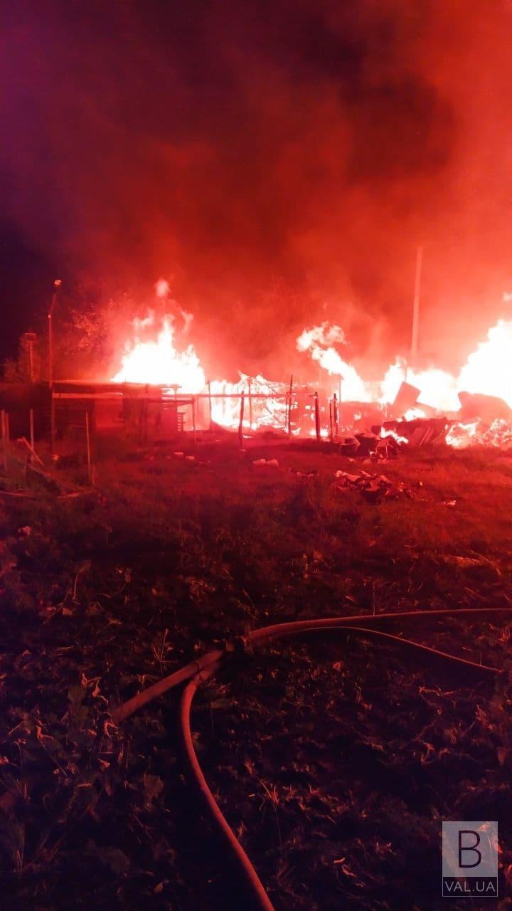 У Чернігівському районі згорів магазин. Вогонь «зачепив» лазню, розташовану поруч. ФОТО