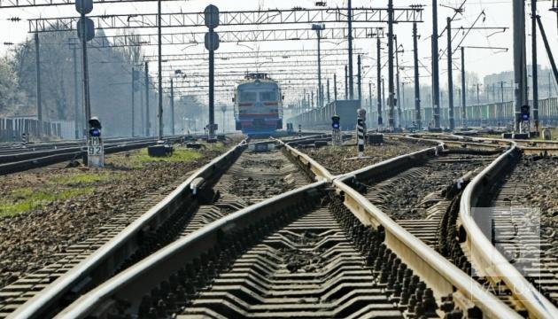 Прибрали провалля під колією: поїзд «Чернівці-Чернігів» відновлює рух