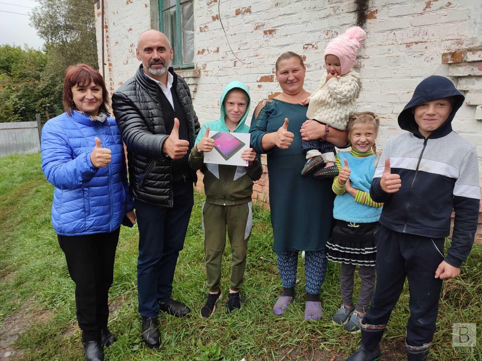 Багатодітні родини з Чернігівщини отримали планшети