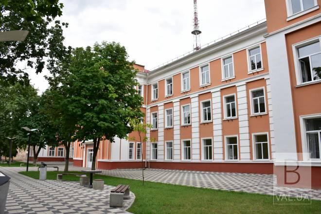 Чернігівська школа №1 отримала сертифікат від Cambridge Exams