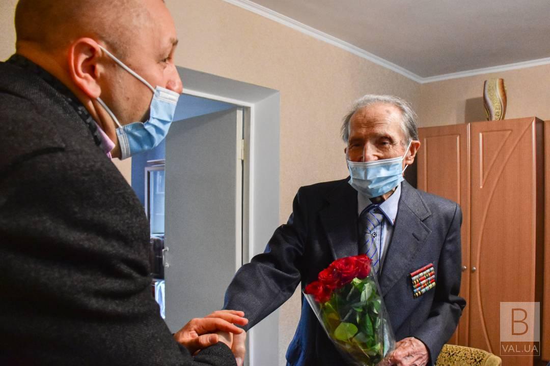 У Чернігові ветеран Другої світової війни відзначив 99-ліття