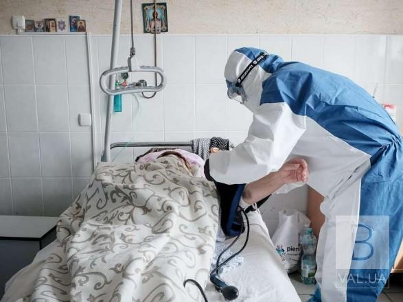 У вересні на коронавірус захворіли 618 чернігівців. З них лише одна жінка – вакцинована