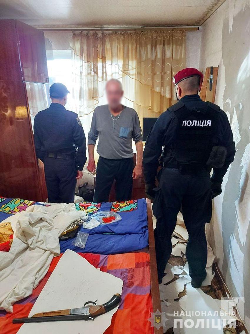 Поліція затримала чернігівця, який погрожував дружині обрізом рушниці. ФОТО